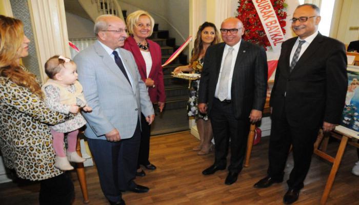 Başkan Eşkinat, Ayten Gürcün'ün resim sergisi açılışına katıldı