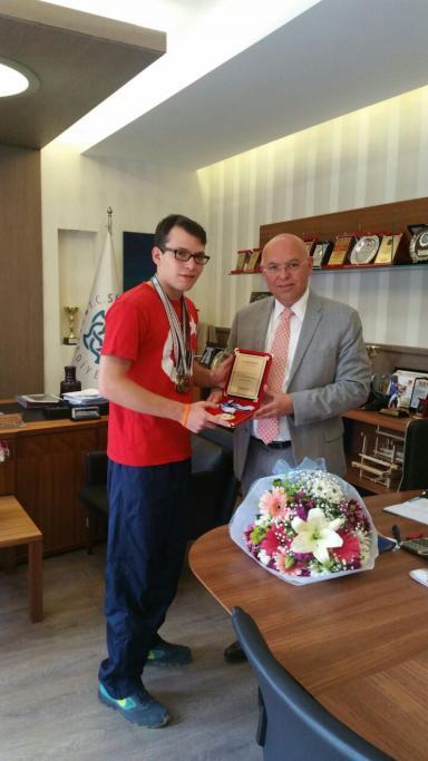 Özel Milli Sporcu Ataberk Yücel Başkan Eşkinat'ı ziyaret etti