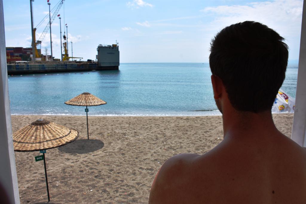 Kumbağ Mutlukent halk plajında cankurtaran hizmete başladı