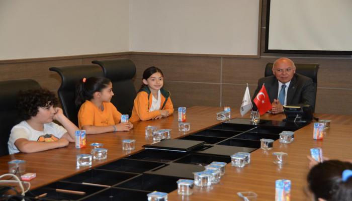 Başkan Eşkinat Doğa Koleji öğrencilerini misafir etti