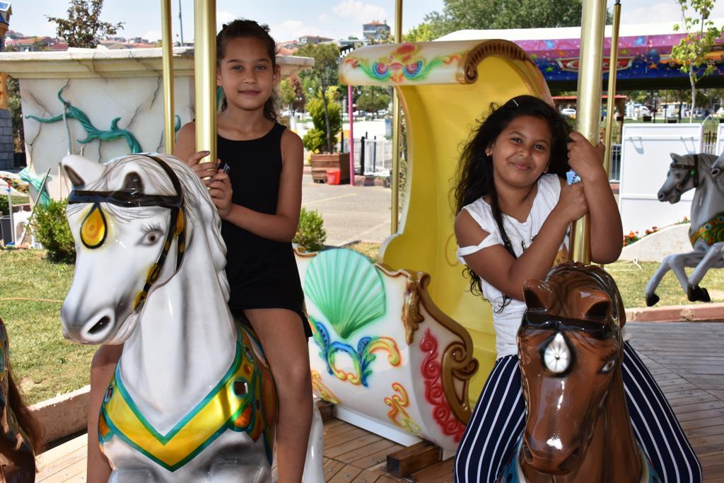 Sosyal Etkinlik Merkezi'nden çocuklara lunapark sürprizi