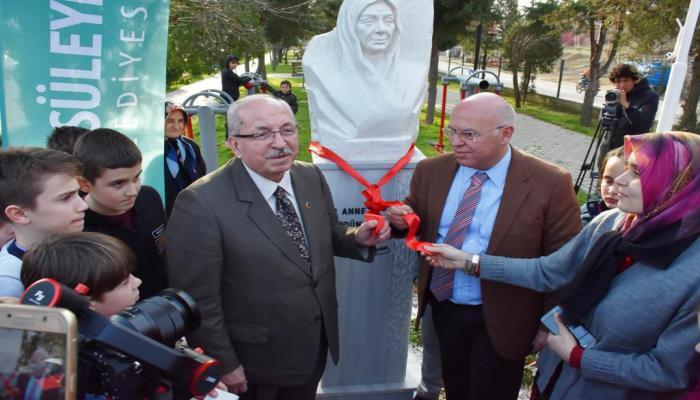Karacakılavuz Mahallesi Zübeyde Hanım Parkı ve Anıtı törenle hizmete açıldı