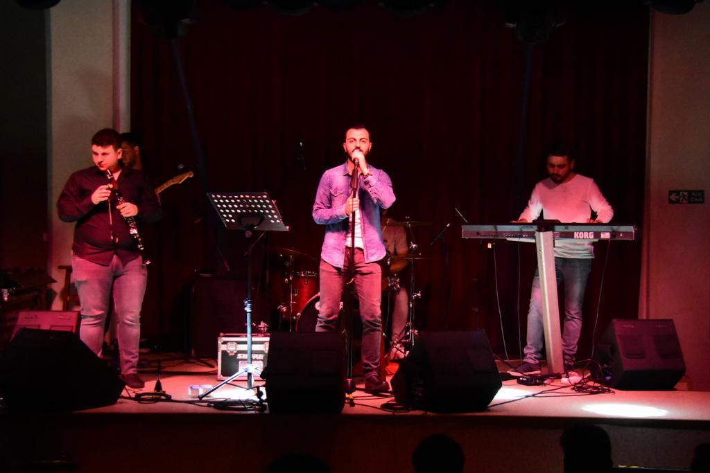 Track Band Alternatif Sahne'de müzikseverler ile buluştu