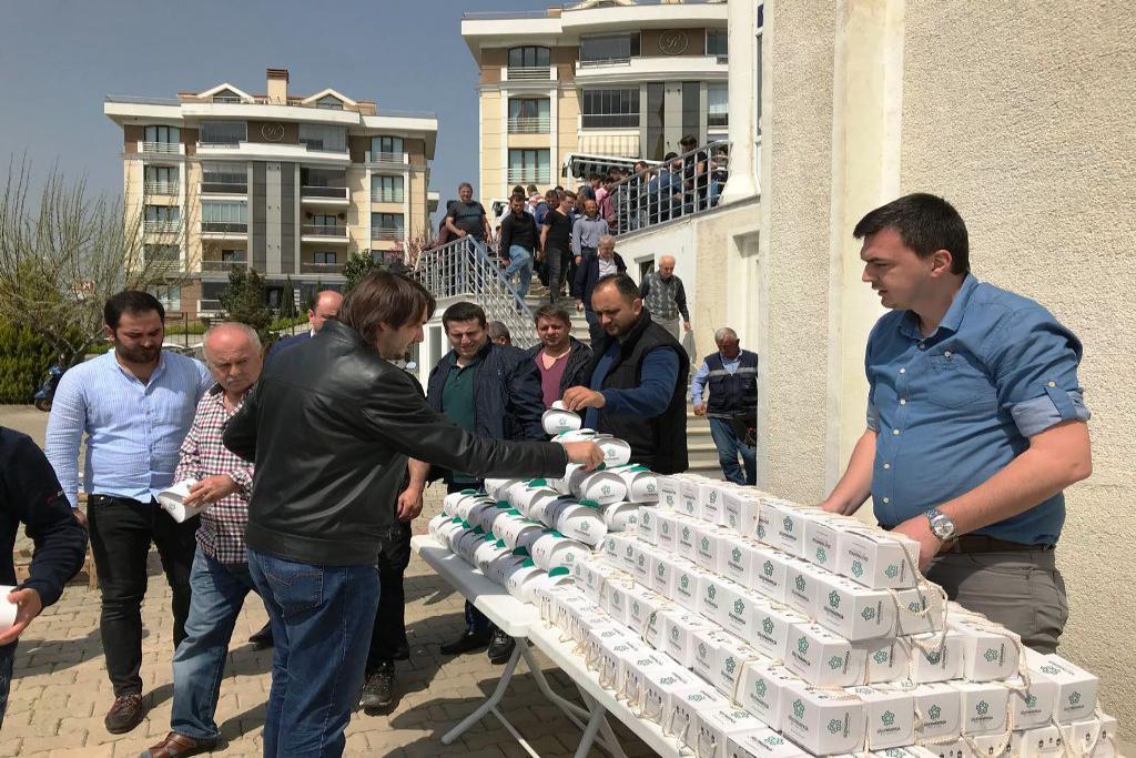 Süleymanpaşa Belediyesi Miraç Kandili dolayısıyla kandil simidi dağıttı