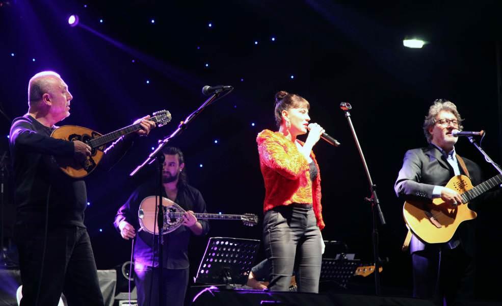 Kiraz Festivali'nde Grup Gündoğarken ve Yeşim Salkım rüzgarı