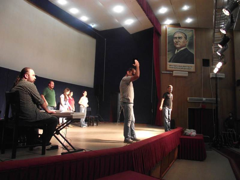 Mahşer-i Cümbüş tiyatrosunun konuğu Başkan Eşkinat oldu