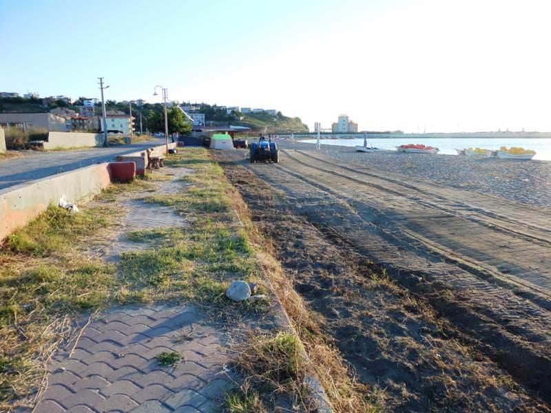 Süleymanpaşa Belediyesi'nin kumsal temizlik çalışmaları devam ediyor