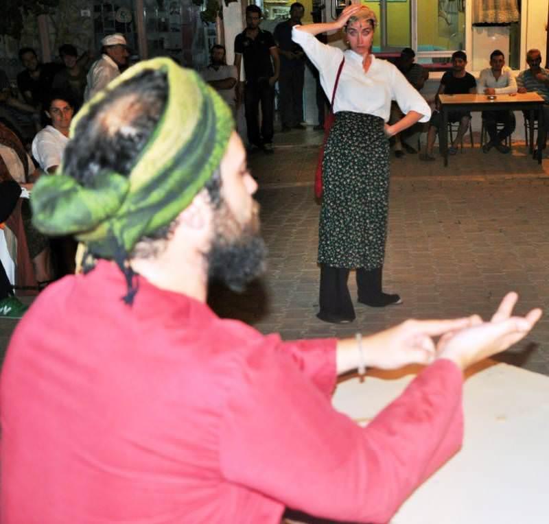 Cümbüşü Alem oyunu Akçahalil halkı ile buluştu