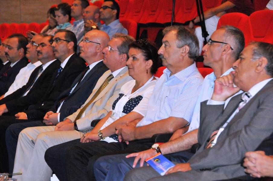 Başkan Yardımcıları 10. Sebze Tarımı Sempozyumu'na katıldı