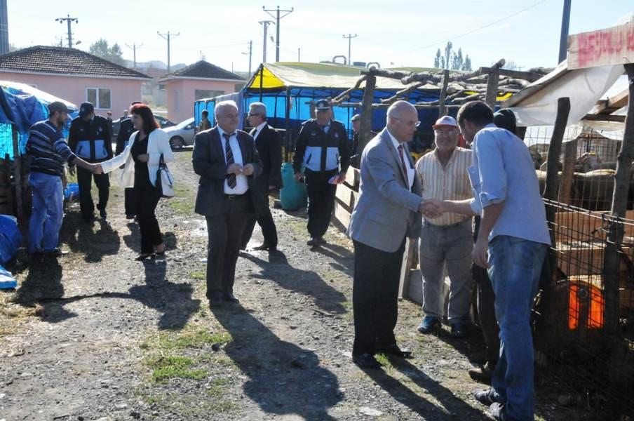 Başkan Eşkinat kurban pazarında incelemelerde bulundu