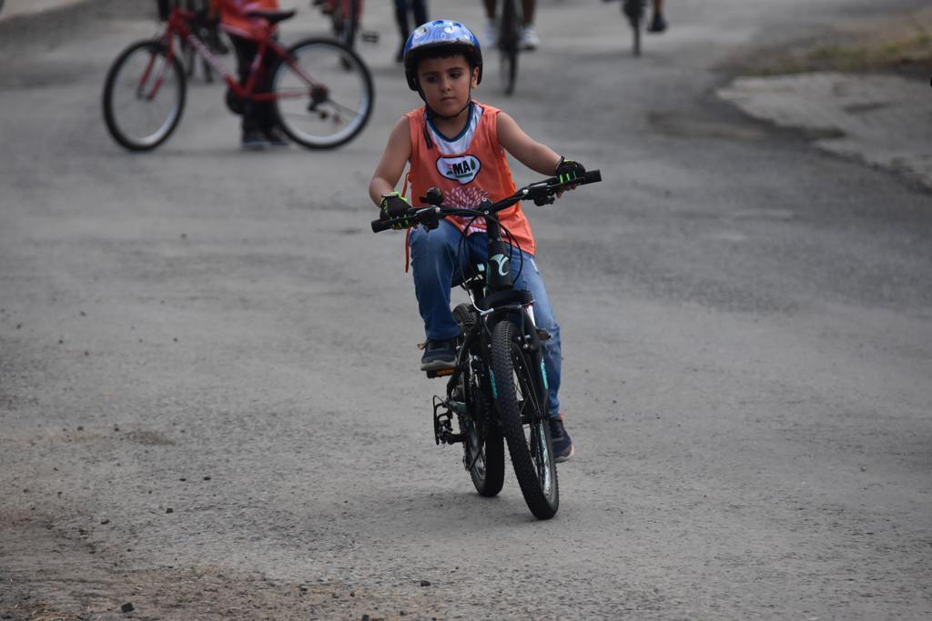 Minik öğrenciler 'Dumansız Trafik' farkındalığı yaratmak için pedal çevirdiler