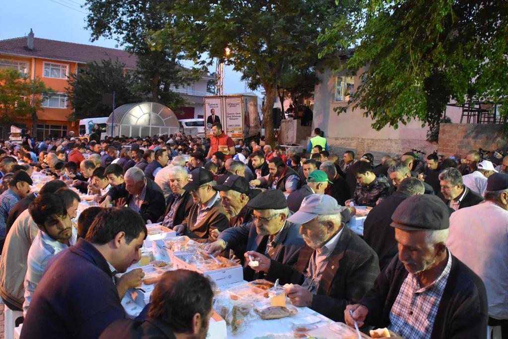 """Yüksel: """"Kiraz Festivali'nde de Süleymanpaşa Belediyesi'nin kasasından para çıkmayacak"""""""