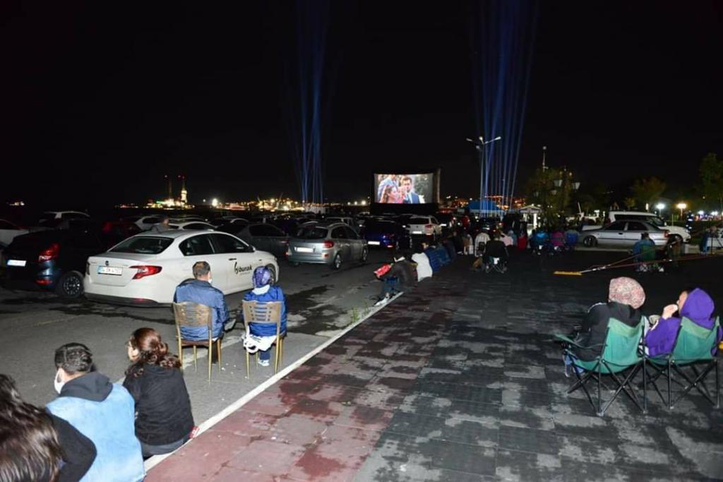 Arabalı sinemaya büyük ilgi