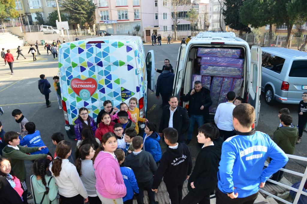 Süleymanpaşa Belediyesi 8 okula spor malzemesi dağıttı
