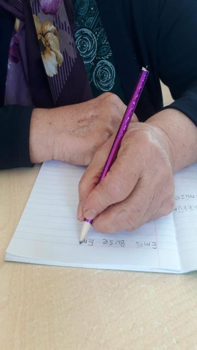 69 yaşında okuma-yazmayı öğrendi