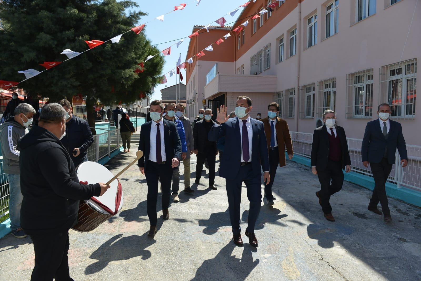 Safiye Osman Çeliker İlkokulu çok amaçlı spor sahası törenle açıldı