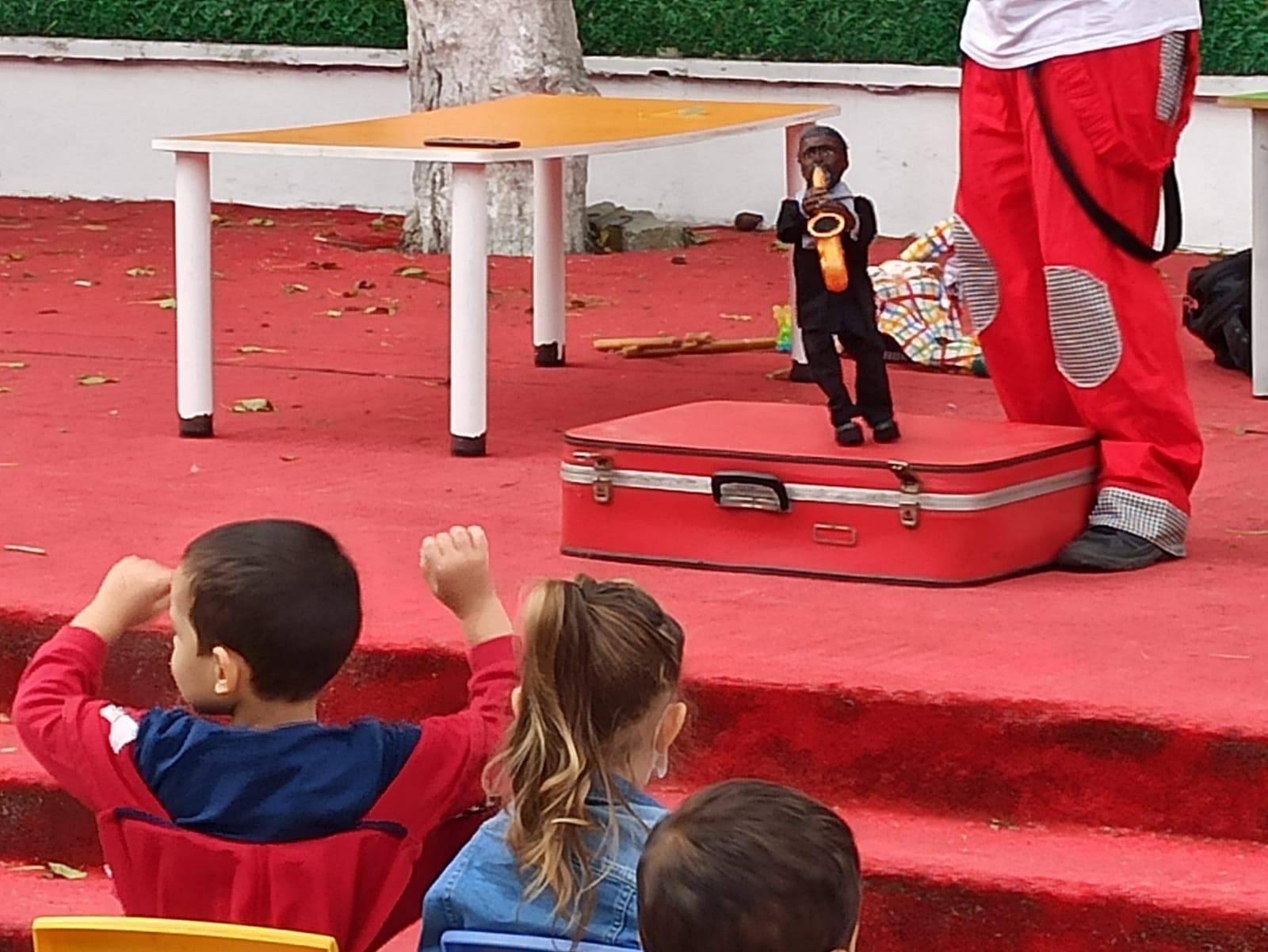 Anaokullu minikler kukla tiyatrosu ile eğlenceye doydu