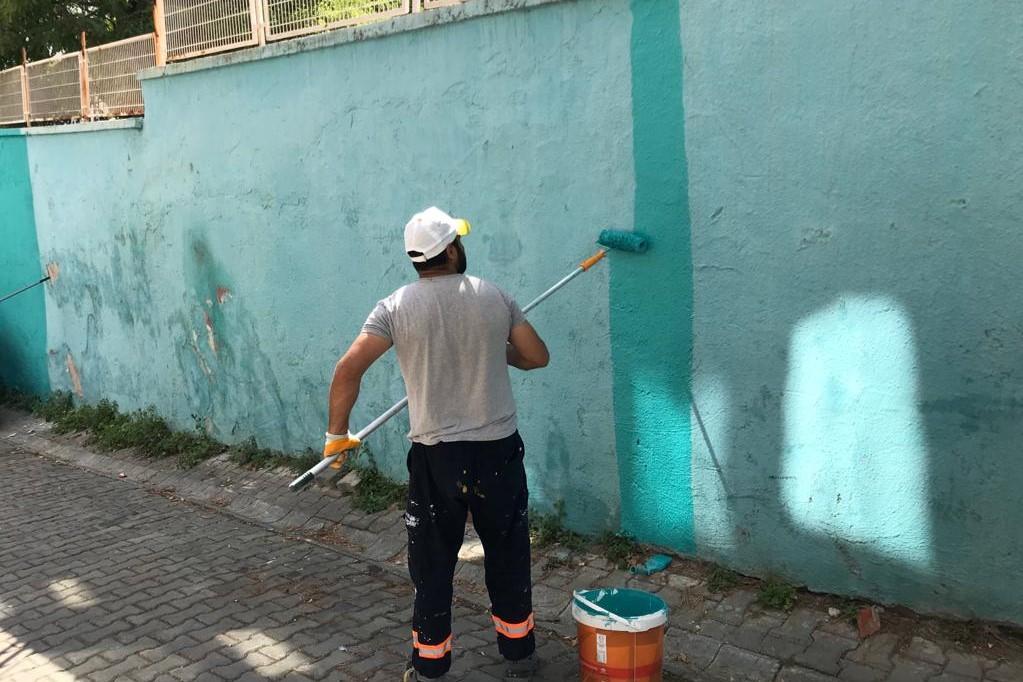Okul yollarındaki yaya geçitleri yeniden boyanıyor