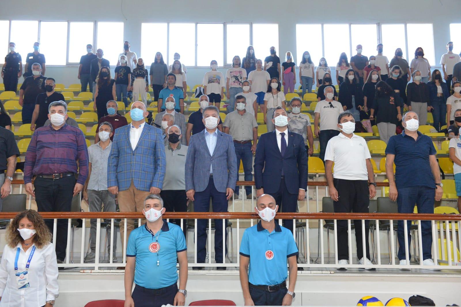 Sultanlar Voleybol Kupası büyük ilgi gördü